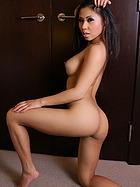 lily-figuera-closet-nudes